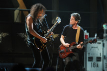 NEW YORK - OCTOBER 30:  Kirk Hammett of Metallica performs with Lou Reed onstage at the 25th Anniversary Rock & Roll Hall of Fame Concert at Madison Square Garden on October 30, 2009 in New York City.  (Photo by Stephen Lovekin/Getty Images) *** Local Caption *** Kirk Hammett;Lou Reed