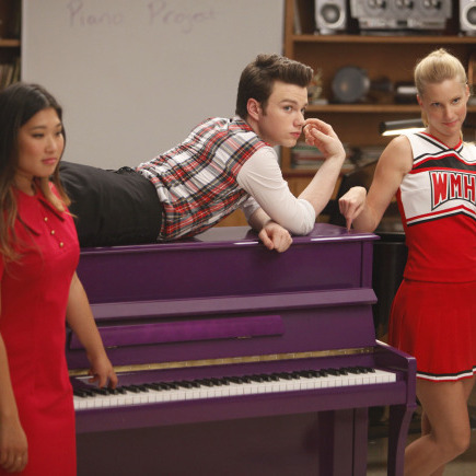 GLEE: Tina (Jenna Ushkowitz, L), Kurt (Chris Colfer) and Brittany (Heather Morris, R) in