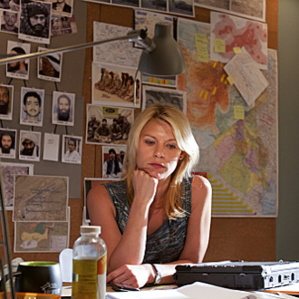 Claire Danes as Carrie Mathison in Homeland (episode 2) - Photo: Kent Smith/SHOWTIME - Photo ID: homeland_102_0194
