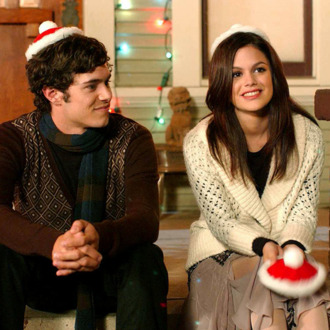 THE O.C.: Seth (Adam Brody, L) and Summer (Rachel Bilson, R) bask in the warm glow of the holiday on THE O.C. episode