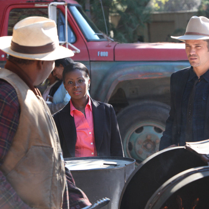 JUSTIFIED: Episode 4: The Devil You Know (Airs February 7, 10:00 pm e/p). Pictured L-R: Mykelti Williamson, Erica Tazel and Timothy Olyphant.