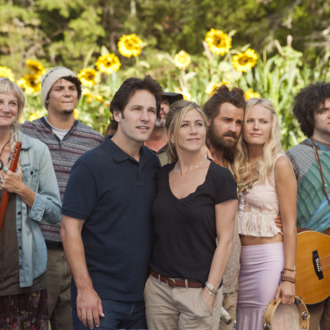 (L to R, foreground) Kathy (KERRI KENNEY-SILVER), George (PAUL RUDD), Linda (JENNIFER ANISTON), Seth (JUSTIN THEROUX) and Eva (MALIN AKERMAN) at Elysium in