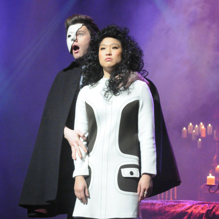 GLEE: Kurt (Chris Colfer, L) and Tina (Jenna Ushkowitz, R) perform in the