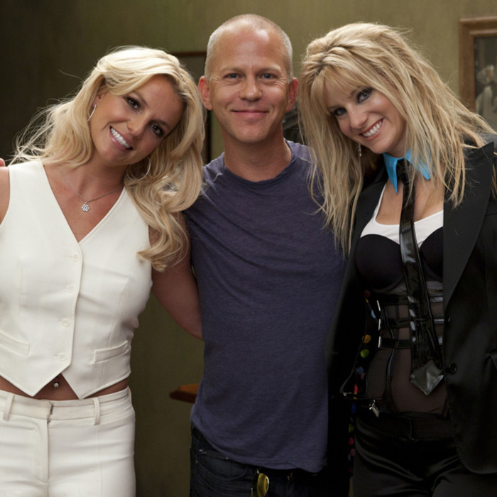 GLEE: Britney Spears (L), Co-Creator/Executive Producer Ryan Murphy (C) and Heather Morris (R) on the set of GLEE for the