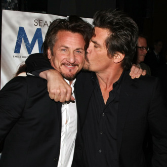 Actors Sean Penn (L) and Josh Brolin (R) attend the 2008 New York Film Critic's Circle Awards at Strata on January 5, 2009 in New York City.