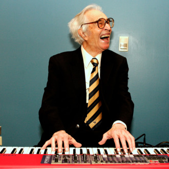 Jazz musician Dave Brubeck plays a keyboard at his induction with 12 other honorees into the 2008 California Hall of Fame at The California Museum on December 15, 2008 in Sacramento, California. On display at the Museum until late 2009 are items from the various inductees such as Jane Fonda's two Oscars and cameras belonging to Dorothea Lange.