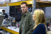 """Damian Lewis as Nicholas """"œNick"""" Brody and Claire Danes as Carrie Mathison in Homeland (Season 2, Episode 12)."""