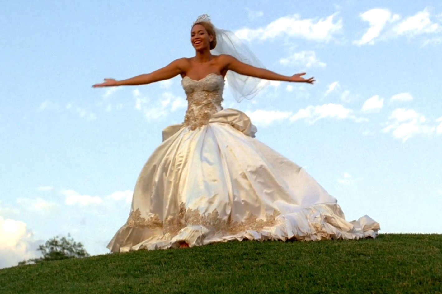Beyoncé\'s Fake Wedding Dress Could Be Yours!