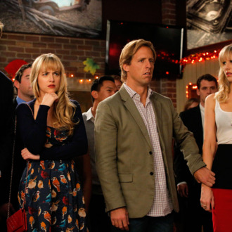 BEN AND KATE: L-R: Will (guest star Geoff Stults), Kate (Dakota Johnson), Ben (Nat Faxon) and BJ (Lucy Punch) are shocked by Anna's singing talent in the
