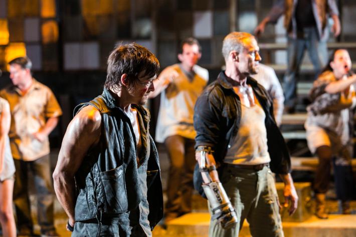 Daryl Dixon (Norman Reedus) and Merle Dixon (Michael Rooker) - The Walking Dead - Season 3, Episode 9