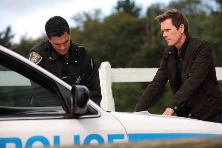 """THE FOLLOWING: Ryan Hardy (R) gets closer to the followers in the """"The Siege"""" episode of THE FOLLOWING airing Monday, Feb. 18 (9:00-10:00 PM ET/PT) on FOX."""