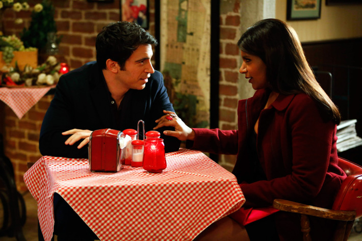 """THE MINDY PROJECT: Mindy (Mindy Kaling, R) and Danny (Chris Messina, L) dine at a pizzeria in the """"Harry & Mindy"""" episode of THE MINDY PROJECT airing Tuesday, Feb. 5 (9:30-10:00 PM ET/PT)"""