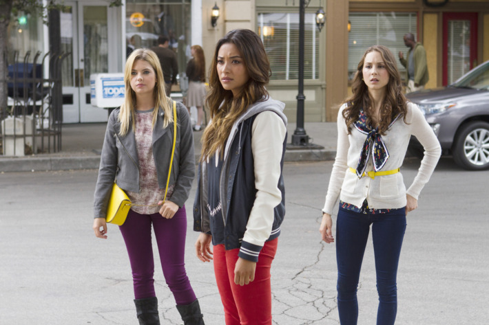 """PRETTY LITTLE LIARS - """"Now You See Me, Now You Don't"""" - """"A"""" sends the Liars on a quest that leads to Ravenswood in """"Now You See Me, Now You Don't,""""  the summer finale episode of ABC Family's hit original series """"Pretty Little Liars,"""" airing Tuesday, August 27th."""