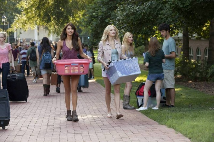 """The Vampire Diaries -- ?€?I Know What You Did Last Summer?€ -- Image Number: VD501b_0014.jpg ?€"""" Pictured (L-R): Nina Dobrev as Elena and Candice Accola as Caroline ?€"""" Photo: Annette Brown/The CW -- © 2013 The CW Network, LLC. All rights reserved."""