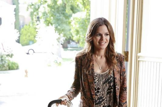 "Hart of Dixie -- ?€?Who Says You Can?€?t Go Home??€ -- Image Number: HA301b_0454b.jpg ?€"" Pictured: Rachel Bilson as Dr. Zoe Hart -- Photo: Greg Gayne/The CW -- © 2013 The CW Network, LLC. All rights reserved."