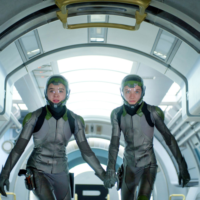 (L-R) HAILEE STEINFELD and ASA BUTTERFIELD star in ENDER'S GAME