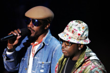 Andre Benjamin and Antwan Patton of Outkast perform onstage at the VH1 Hip Hop Honors 2006 at the Hammerstein Ballroom October 7, 2006 in New York City.