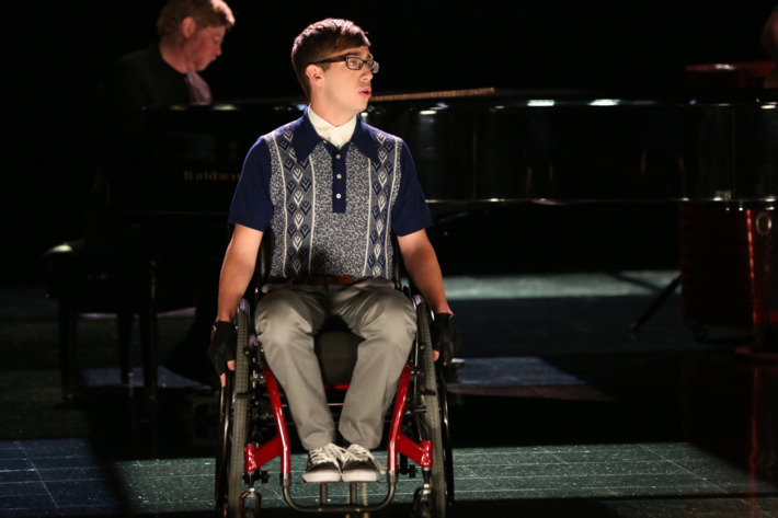 """GLEE: Artie (Kevin McHale) performs in the """"Movin' Out"""" episode of GLEE airing Thursday, Nov. 21 (9:00-10:00 PM ET/PT) on FOX. ©2013 Fox Broadcasting Co. CR: Mike Yarish/FOX"""