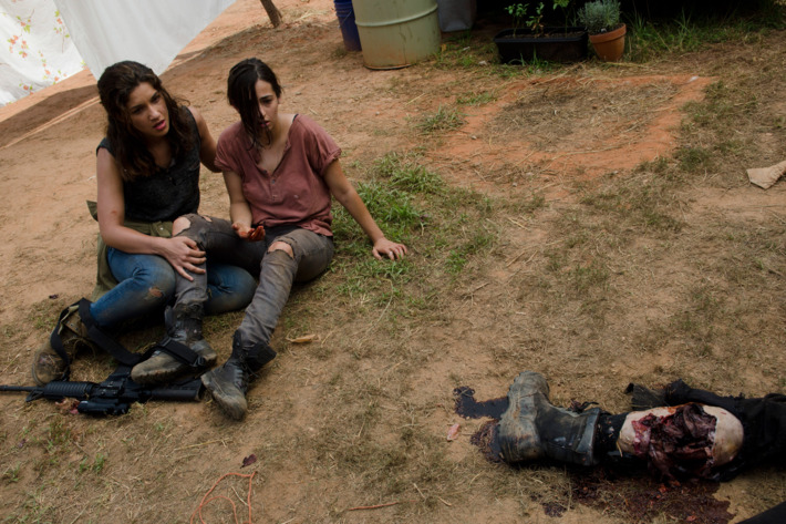 Alisha (Juliana Harkavay) and Tara (Alana Masterson) - The Walking Dead