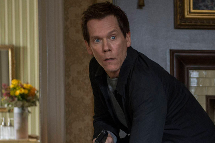"""THE FOLLOWING: Ryan Hardy (Kevin Bacon, L) looks for Joe in the """"Fly Away"""" episode of THE FOLLOWING airing Monday, Feb. 24 (9:00-10:00 PM ET/PT) on FOX. ©2014 Fox Broadcasting Co. CR: David Giesbrecht/FOX"""