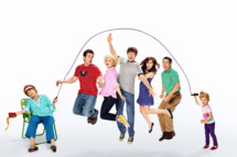 RAISING HOPE: Cast L-R: Cloris Leachman, Garret Dillahunt, Martha Plimpton, Lucas Neff, Shannon Woodward, Gregg Binkley and Baylie/Rylie Cregut. The fourth season of RAISING HOPE premieres Friday, Nov. 15 (9:00-9:30 PM ET/PT) on FOX. ©2013 Fox Broadcasting Co. Cr: Miranda Penn-Turin/FOX