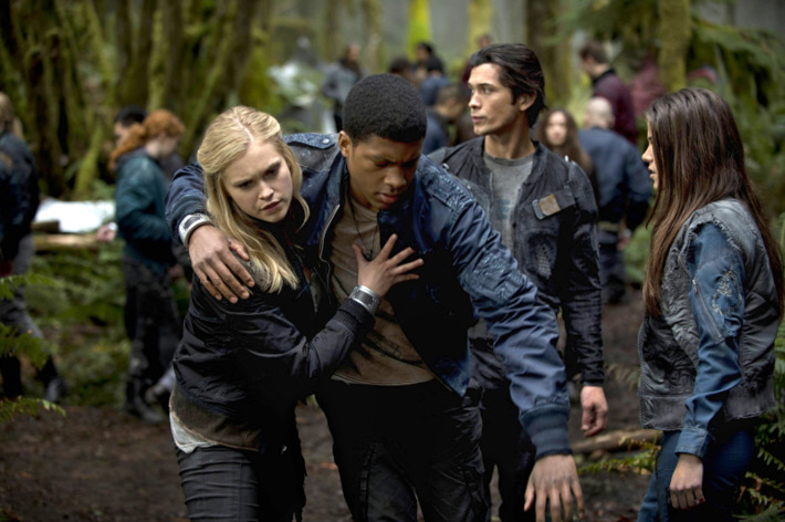 """The 100 --  """"Pilot"""" -- Image: HU101a_15965 -- Pictured (L-R): Eliza Taylor as Clarke, Eli Goree as Wells, Bob Morley as Bellamy, and Marie Avgeropoulos as Octavia -- Photo: Cate Cameron/The CW -- © 2013 The CW Network. All Rights Reserved."""