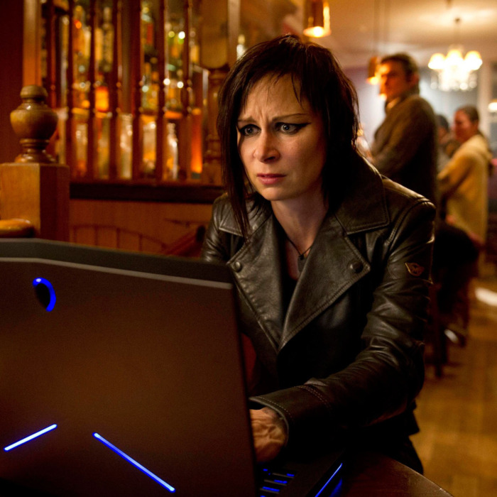 24: LIVE ANOTHER DAY: Chloe (Mary Lynn Rajskub) tracks the drone in the