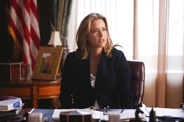 """""""Pilot"""" -- T?ƒ??a Leoni stars as Elizabeth McCord, the newly-appointed Secretary of State, on MADAM SECRETARY, premiering on CBS, Sunday, Sept. 21 (8:30-9:30 PM, ET/PT).On the West Coast, MADAM SECRETARY will air at its regularly scheduled time of 8:00 PM, PT. Photo: Craig Blankenhorn/CBS  2014 CBS Broadcasting, Inc. All Rights Reserved"""