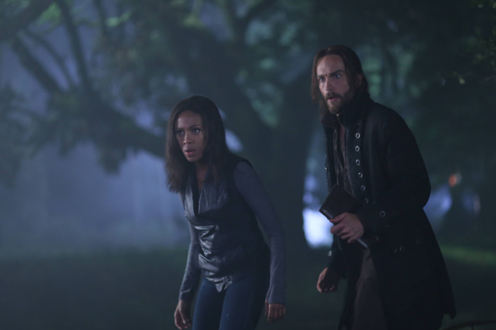 """SLEEPY HOLLOW: Ichabod (Tom Mison, R) and Abbie (Nicole Beharie, L) attempt to resurrect a Frankenstein-like monster to help rescue Katrina in the """"The Kindred"""" episode of SLEEPY HOLLOW airing Monday, Sept. 29 (9:00-10:00 PM ET/PT) on FOX. ?2014 Fox Broadcasting Co. CR: Fred Norris/FOX"""