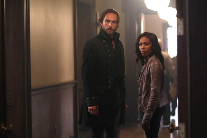 """SLEEPY HOLLOW: Ichabod (Tom Mison, L) and Abbie (Nicole Beharie, R) see an unexpected person in the """"Root of All Evil"""" episode of SLEEPY HOLLOW airing Monday, Oct. 6 (9:00-10:00 PM ET/PT) on FOX. ?2014 Fox Broadcasting Co. CR: Fred Norris/FOX"""