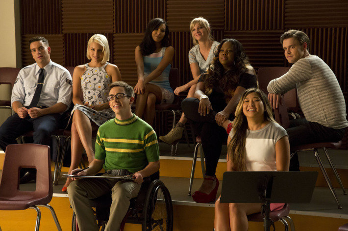 """GLEE: Glee Club alumnaes return to McKinley High in the second part of the special two-hour """"Loser Like Me/Homecoming"""" Season Premiere episode of GLEE on Friday, Jan. 9 (8:00-10:00 PM ET/PT) on FOX. Pictured L-R: Mark Salling, Dianna Agron, Naya Rivera, Kevin McHale, Heather Morris, Amber Riley, Jenna Ushkowitz and Chord Overstreet. ?2014 Fox Broadcasting Co. CR: Jennifer Clasen/FOX"""