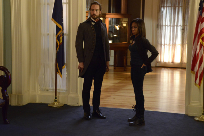 "SLEEPY HOLLOW: Ichabod (Tom Mison, L) and Abbie (Nicole Beharie, R) investigate a crime scene in the ""Pittura Infamante"" episode airing Monday, Jan. 19 (9:00-10:00 PM ET/PT) on FOX. ?2014 Fox Broadcasting Co. CR: Brownie Harris/FOX"