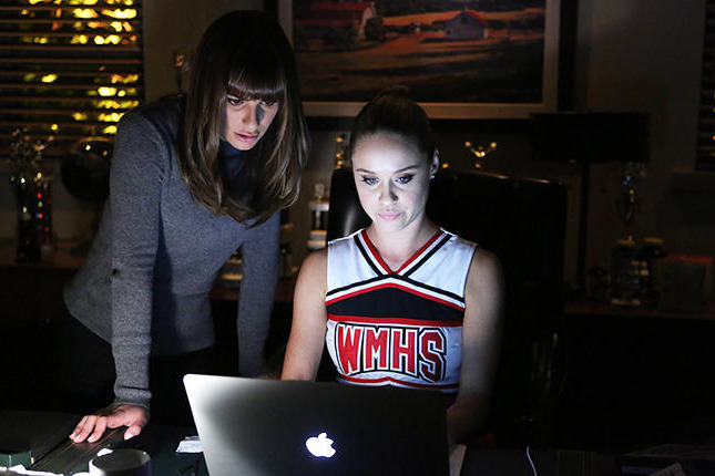 "GLEE: Kitty (Becca Tobin, R) helps Rachel (Lea Michele, L) find the perfect set list to win in the ""The Hurt Locker, Part Two"" episode of GLEE airing Friday, Jan. 30 (9:00-10:00 PM ET/PT) on FOX. ?2014 Fox Broadcasting Co. CR: Beth Dubber/FOX"