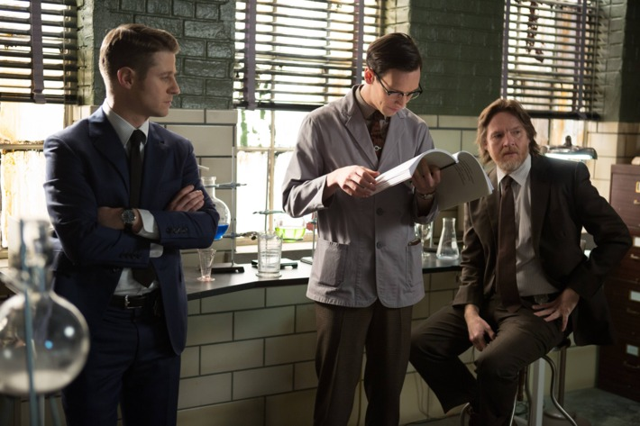 """GOTHAM:  With the help of Edward Nygma (Cory Michael Smith, C), Detective James Gordon (Ben McKenzie, L) and Harvey Bullock (Donal Logue, R) set out to stop a biology teacher who has been harvesting the glands of his murder victims in the """"The Scarecrow"""" episode of GOTHAM airing Monday, Feb. 9 (8:00-9:00 PM ET/PT) on FOX. ?2015 Fox Broadcasting Co. Cr: Jessica Miglio/FOX"""