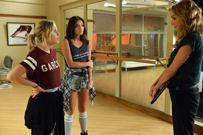"""PRETTY LITTLE LIARS - """"Pretty Isn't The Point"""" - Hanna and Aria look to their friends for help in """"Pretty Isn't the Point,"""" an all-new episode of ABC Family's hit original series """"Pretty Little Liars,"""" premiering Tuesday, February 17th (8:00 - 9:00 PM ET/PT). (ABC Family/Eric McCandless)ASHLEY BENSON, SHAY MITCHELL, JACKIE DEBATIN"""