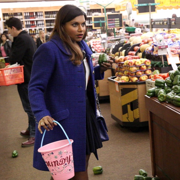 THE MINDY PROJECT: Mindy (Mindy Kaling, L) and Danny (Chris Messina, R) have a mishap while shopping for healthy food in the