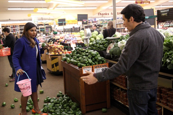 """THE MINDY PROJECT: Mindy (Mindy Kaling, L) and Danny (Chris Messina, R) have a mishap while shopping for healthy food in the """"Danny Castellano Is My Nutritionist"""" episode of THE MINDY PROJECT airing Tuesday, Feb. 24 (9:30-10:00 PM ET/PT) on FOX. ?2015 Adam Taylor/FOX"""