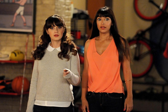"""NEW GIRL:  Jess (Zooey Deschanel, L) and Cece (Hannah Simone, R) are forced to stay in the loft and go on a spider hunt in the all-new """"Spiderhunt"""" episode of NEW GIRL airing Tuesday, Feb. 24 (9:00-9:30 PM ET/PT) on FOX.  ?2015 Fox Broadcasting Co. Cr: PHOTOGRAPHER/FOX"""