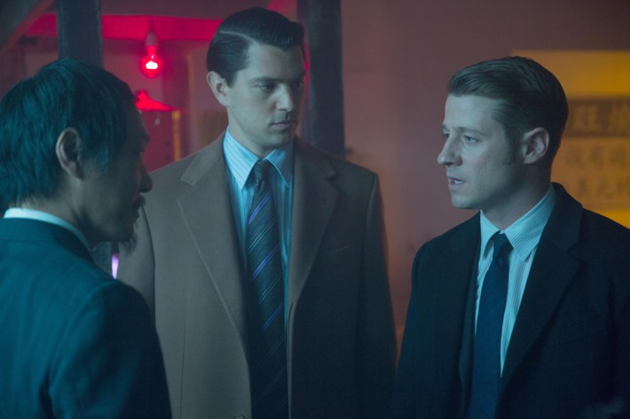 """GOTHAM:  Gordon (Ben McKenzie, R) and Dent (guest star Nicholas D'Agosto, C) interview a suspect (guest star Perry Yung, L) in the """"Everyone Has A Cobblepot"""" episode of GOTHAM airing Monday, March 2 (8:00-9:00 PM ET/PT) on FOX.  ?2015 Fox Broadcasting Co.  Cr:  Jessica Miglio/FOX"""
