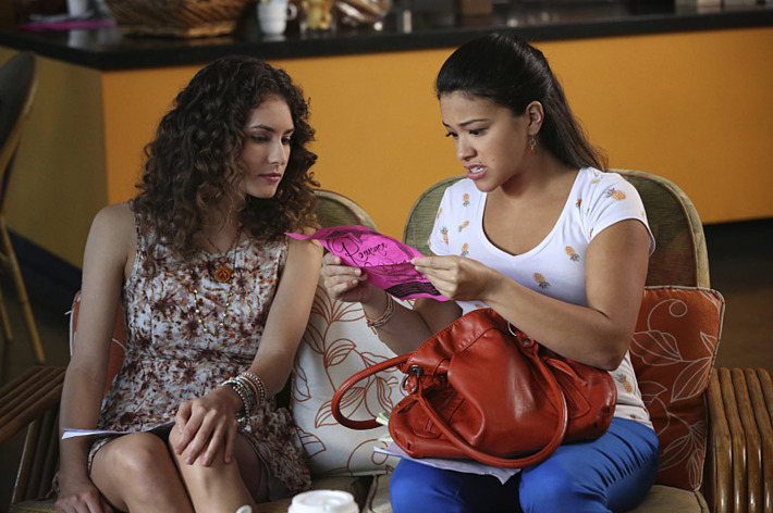 """Jane The Virgin -- """"Chapter Sixteen"""" Pictured (L-R): Rachel DiPillo as Andie and Gina Rodriguez as Jane."""