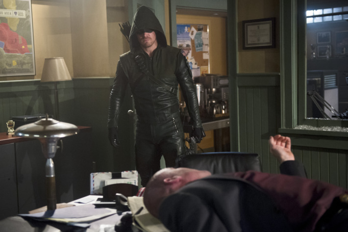 """Arrow -- """"The Offer"""" -- Image AR316A_0242b -- Pictured: Stephen Amell as Oliver Queen  / The Arrow -- Photo: Diyah Pera/The CW -- ?'?? 2015 The CW Network, LLC. All Rights Reserved."""