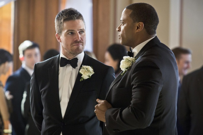 """Arrow -- """"Suicidal Tendencies"""" -- Image AR317A_0038b -- Pictured (L-R): Stephen Amell as Oliver Queen and David Ramsey as John Diggle -- Photo: Katie Yu/The CW -- ?'?? 2015 The CW Network, LLC. All Rights Reserved."""