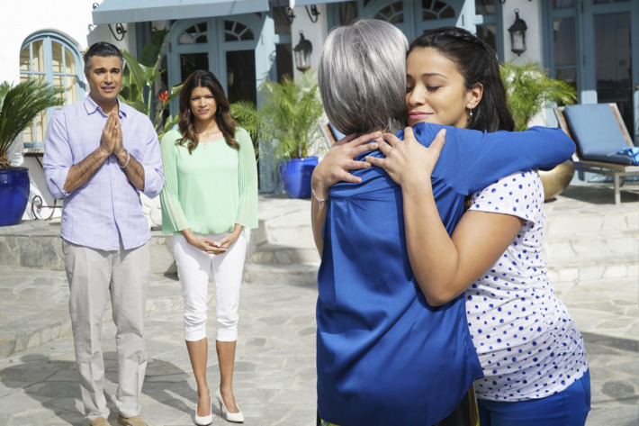 """Jane The Virgin -- """"Chapter Eighteen"""" -- Image Number: JAV118b_120.jpg -- Pictured (L-R): Jaime Camil as Rogelio, Andrea Navedo as Xo, Rita Moreno as Liliana and Gina Rodriguez as Jane -- Photo: Danny Feld/The CW -- ?'?? 2015 The CW Network, LLC. All rights reserved."""