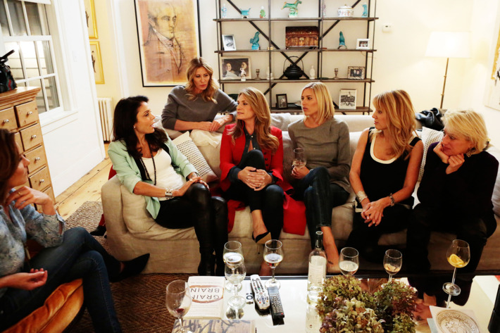 """THE REAL HOUSEWIVES OF NEW YORK CITY -- """"New House, Old Grudges"""" Episode 702 -- Pictured: (l-r) Luann De Lesseps, Bethenny Frankel, Carole Radziwill, Heather Thomson, Kristen Taekman, Ramona Singer, Dorinda Medley -- (Photo by: Giovanni Rufino/Bravo)"""