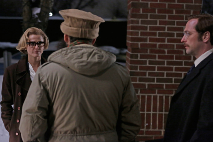 """THE AMERICANS -- """"I Am Abassin Zadran"""" Episode 312 (Airs Wednesday, April 15, 10:00 PM e/p) Pictured (l-r): Keri Russell as Elizabeth Jennings; George Georgiou as Abassin Zadran; & Matthew Rhys as Philip Jennings. CR: Patrick Harbon/FX"""
