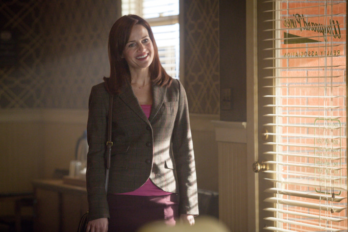 """WAYWARD PINES:  Kate (Carla Gugino) arrives at the real estate office to see Theresa in the """"Choices"""" episode of WAYWARD PINES airing Thursday, June 25 (9:00-10:00 PM ET/PT) on FOX.  ©2015 Fox Broadcasting Co.  Cr:  Liane Hentscher/FOX"""