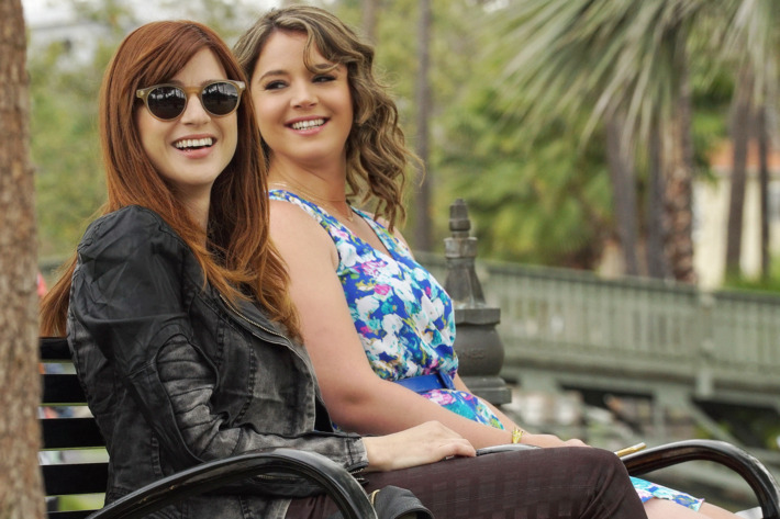 """YOU'RE THE WORST -- """"Born Dead"""" -- Episode 203 (Airs Wednesday, September 23, 10:30 pm e/p Pictured: (l-r) Aya Cash as Gretchen, Kether Donohue as Lindsay.CR: Byron Cohen/FX"""