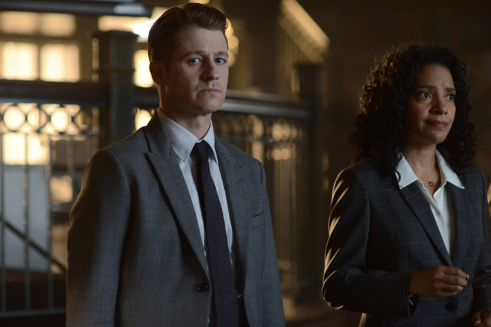 "GOTHAM: (L-R) Gordon (Benjamin McKenzie) and Captain Essen (Zabryna Guevara)  in the Rise of the Villains: ""Knock, Knock"" episode of GOTHAM airing Monday, Sept. 28 (8:00-9:00 PM ET/PT) on FOX. ©2015 Fox Broadcasting Co. Cr: Nicole Rivelli/FOX."