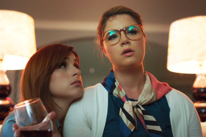 """YOU'RE THE WORST -- """"We Can Do Better Than This"""" -- Episode 205 (Airs Wednesday, October 7, 10:30 pm e/p Pictured: (l-r) Aya Cash as Gretchen Cutler, Kether Donohue as Lindsay Jillian. CR: FX"""