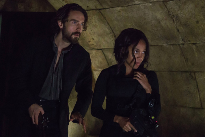 "SLEEPY HOLLOW: L-R: Tom Mison and Nicole Beharie in ""Novus Ordo Seclorum"" episode of SLEEPY HOLLOW airing Thursday, Nov. 19 (9:00-10:00 PM ET/PT) on FOX. ©2015 Fox Broadcasting Co. Cr: Tina Rowden/FOX."